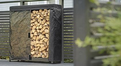 Wood Rack järjestää polttopuut terassilla